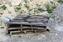 Drewniani barłogi w parku Obrazy Stock