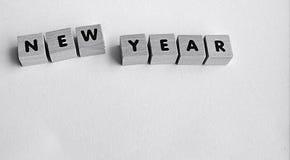 drewniani bloki na białym tle literuje nowego roku Obraz Royalty Free