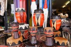 Drewniani bongo w tradycyjnym afrykanina sklepie Obrazy Stock