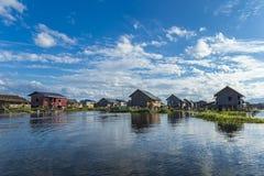 Drewniani domy na wodzie na stilts, Inle jezioro w Myanmar obraz royalty free