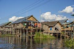 Drewniani domy na wodzie na stilts, Inle jezioro w Myanmar obraz stock