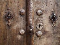 Drewniani drzwiowi metali knockers Obrazy Stock