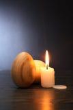 Drewniani jajka I świeczka Zdjęcie Stock