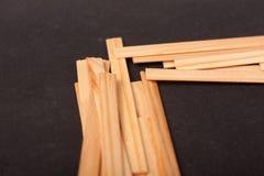 Drewniani kije na czarnym tle fotografia stock
