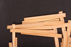 Drewniani kije na czarnym tle obrazy royalty free