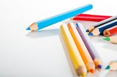 Drewniani kolorów ołówki na białym tle,  Obrazy Stock