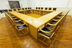 drewniani konferencyjni nowożytni izbowi stoły Obraz Royalty Free