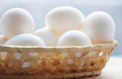 drewniani koszykowi jajka Obraz Royalty Free