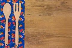 drewniani kuchenni ustaleni naczynia obraz stock
