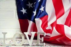 Drewniani listy rozkładają w słowo miłości, Lipiec 4, szczęśliwy dzień niepodległości, patriotyzm, pamięć weterani pojęcie obraz stock