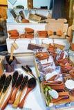 Drewniani muśnięcia i rzemienne pamiątki przy Ryskimi bożymi narodzeniami wprowadzać na rynek Fotografia Royalty Free