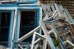 drewniani rozmontowywający starzy okno Zdjęcia Royalty Free