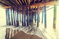 Drewniani słupy w Santa Barbara molu obraz royalty free