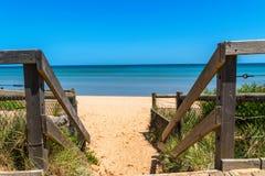 Drewniani schodki przy plażą obraz royalty free