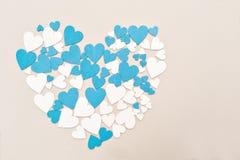Drewniani serca, błękit i beżowy kolor, tworzący serce z retro skutkiem, Obraz Stock