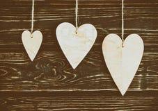 Drewniani serca na drewnianym tle Zdjęcie Royalty Free