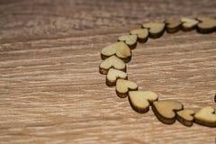Drewniani serca w rzędzie Fotografia Stock
