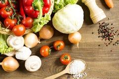 drewniani stołowi warzywa Obrazy Royalty Free