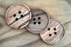 Drewniani szy guziki zdjęcie stock