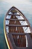 Drewniany łódkowaty rocznika typ na na morzu kuszetce Obrazy Stock