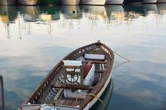 Drewniany łódkowaty rocznika typ na na morzu kuszetce Zdjęcie Royalty Free
