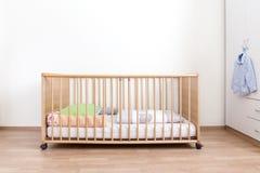 Drewniany łóżko polowe Zdjęcie Stock