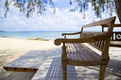 drewniany ławki plażowy morze Fotografia Stock