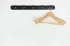 Drewniany żakieta wieszak fotografia stock