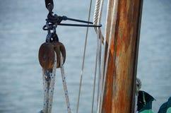 Drewniany żaglówki olinowanie, arkany i Fotografia Royalty Free