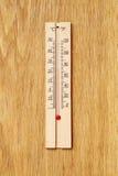 Drewniany termometr Zdjęcie Royalty Free