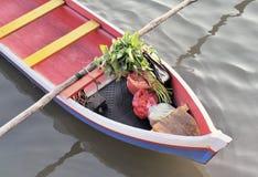 drewniany azjatykci łódkowaty zakupy obrazy stock