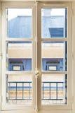 Biel malujący okno w pokoju zdjęcie stock