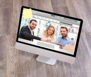Drewniany biznesmena biurko w wysokiej definici z laptopem, pastylka a zdjęcie stock