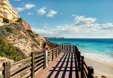 Drewniany boardwalk w Dehesa De Campoamor Hiszpania Zdjęcia Royalty Free
