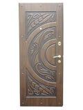 Drewniany brązu wzoru dzwi wejściowy odizolowywający nad bielem obraz royalty free