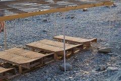 Drewniany bryczka hol na plaży na słonecznym dniu obraz royalty free