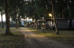 Drewniany bungalow w campingu zdjęcia stock