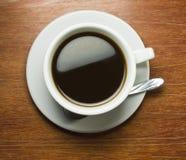 drewniany coffeecup kawowy stół Zdjęcie Stock