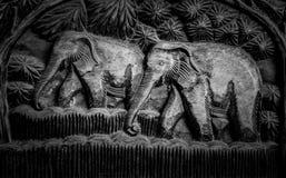 Drewniany cyzelowanie słoń Zdjęcia Royalty Free