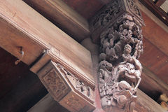 Drewniany cyzelowanie w antycznym Chińskim budynku Obraz Royalty Free