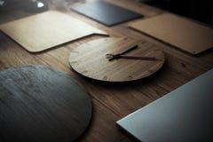 Drewniany czasu zegaru mody Nowożytny Stary pojęcie Obrazy Stock