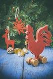 Drewniany czerwony kogut Nowy Rok kogut Fotografia Stock