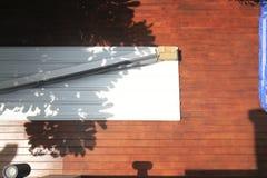 Drewniany decking A widok od wierzchołka Tam są apvc dekarstwa materiały obrazy royalty free
