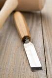 Drewniany dobniak i ścinak na drewnianym stole Obrazy Royalty Free