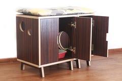 Drewniany dom dla kotów Zdjęcia Stock