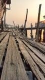 Drewniany dom i most w rybołówstwo wiosce w Tajlandia zdjęcia royalty free