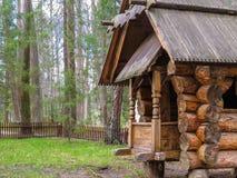 Drewniany dom na lesie Zdjęcie Royalty Free