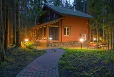 Drewniany dom przy nocą Zdjęcie Royalty Free