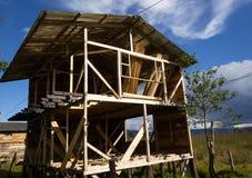 Drewniany dom w budowie obrazy stock