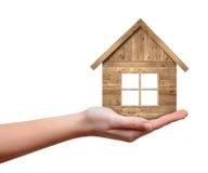 Drewniany dom w ręce Zdjęcia Stock